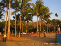 Abendstimmung am Strand von Waikiki auf Oahu