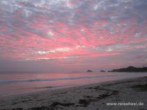 Sonnenaufgang am Kailua Beach auf O'ahu