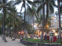 Abends am Waikiki Beach auf O'ahu