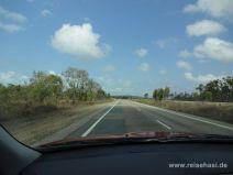 Leere breite Straße in Australien