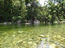 Glasklarer warmer See ohne Krokodile