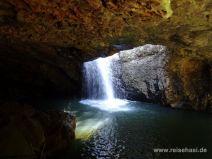 Wasserfall unter der Natural Bridge