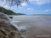 Der Dunn's River stürzt ins Meer in Jamaika
