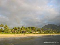 Blick auf den Strand in Hanalei auf Kauai