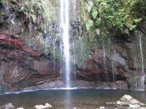 Wasserfall am Ende der Levada das 25 Fontes