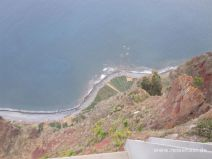 Steil hinunter geht es am Cabo Girao bei Camara de Lobos