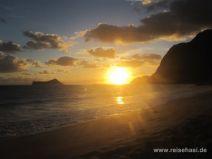 Sonnenaufgang am Waimanalo Beach auf O'ahu