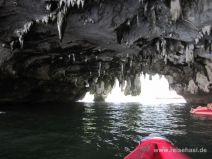 Kajaktour durch die Felsen in Phang Nga