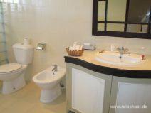 Bad im Hotel Berjaya auf Praslin