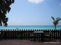 Ausblick auf Beau Vallon vom Berjaya Hotel auf Mahé