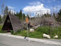 Schutzhütte an der Weggabelung