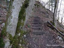 Treppen an einer steilen Kurve