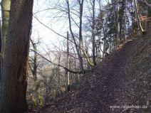 Weg am steilen Abhang