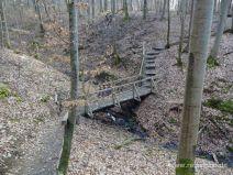 Holzbrücke über ein Bächlein