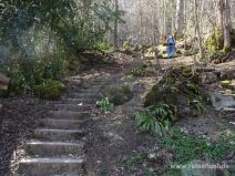 Schmale steile Treppe