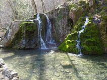 Klares Wasserbecken