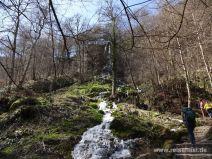Sprudelnder Wasserfall