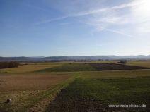 Felder und Wiesen am Weg